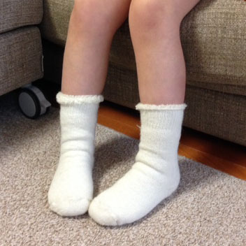 th-8-child-socks-model